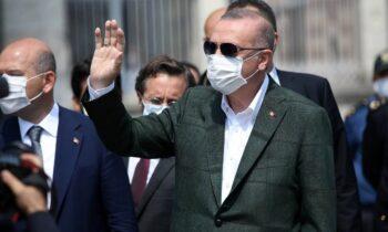 Τούρκοι: Πνέει μένεα κατα του Τούρκου προέδρου η τουρκική αντιπολίτευση, αναγάγοντάς τον στο μεγαλύτερο πρόβλημα της Τουρκίας.