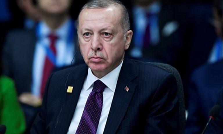Ερντογάν: Τον «κρέμασε» ο ΥΠΟΙΚ γαμπρός του – Στον «γκρεμό» η τουρκική οικονομία
