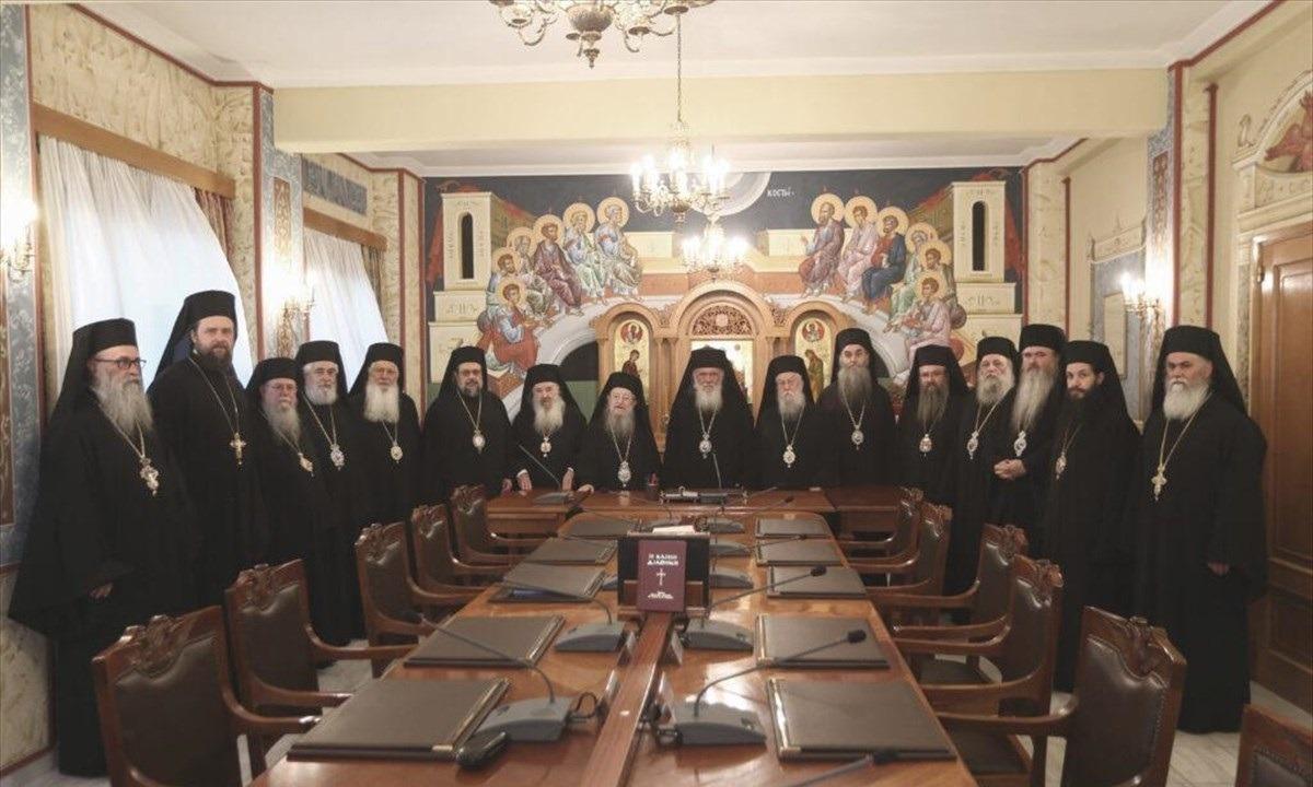 Ιερά Σύνοδος: «Κάποιοι με νευρωτικό τρόπο ζητούν την απαγόρευση της Θείας Κοινωνίας ως ανθυγιεινής»