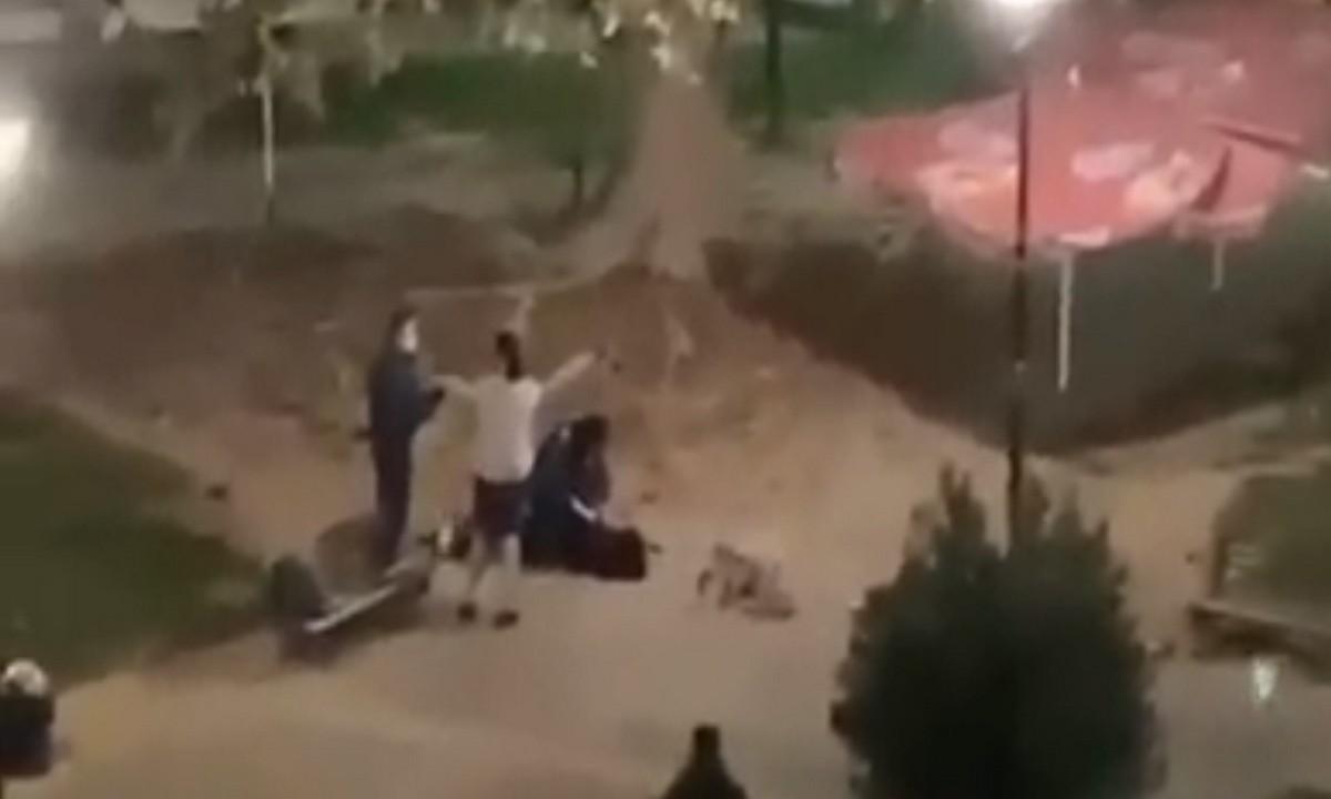 Καρδίτσα: Βίαιη σύλληψη νεαρής στην πλατεία Λάππα – «Ντροπή», φώναζαν οι περαστικοί και οι γείτονες (vid)
