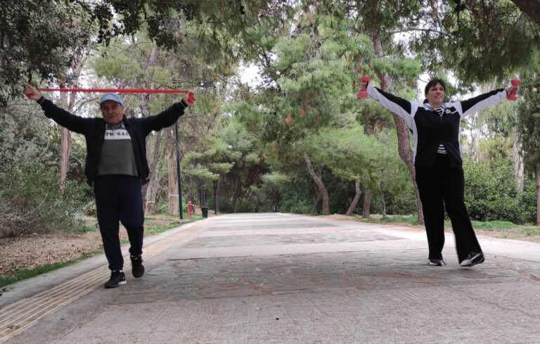 Η Ζωή Κωνσταντοπούλου παραμένει fit κάνοντας γυμναστική με ζωντανούς θρύλους!