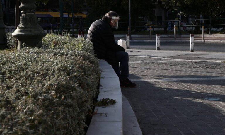 Κορονοϊός: Μείωση κρουσμάτων, αύξηση διασωληνωμένων και θανάτων