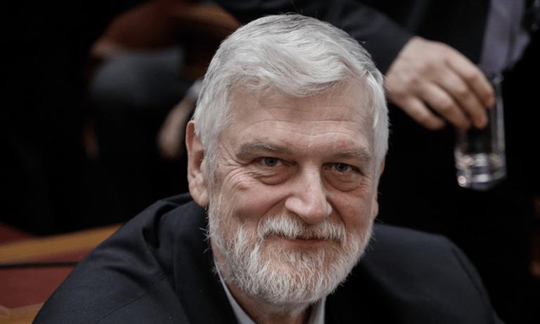 Γιάννης Λοβέρδος – Επική γκάφα: Ευχήθηκε στις Ένοπλες Δυνάμεις με λάθος φωτογραφία! (pic)