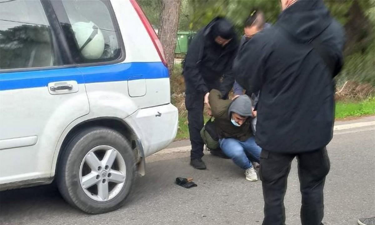 Μαλακάσα: Συμπλοκές ΜΑΤ με μετανάστες – Συνελήφθη Αφγανός που απείλησε αστυνομικό με μαχαίρι
