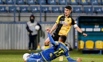 Μία ημέρα μετά την νέα ήττα της ΑΕΚ στα πλέι οφ της Super League, ο Μανόλο Χιμένεθ είναι σε αγωνία αναφορικά με τον Πέτρο Μάνταλο.