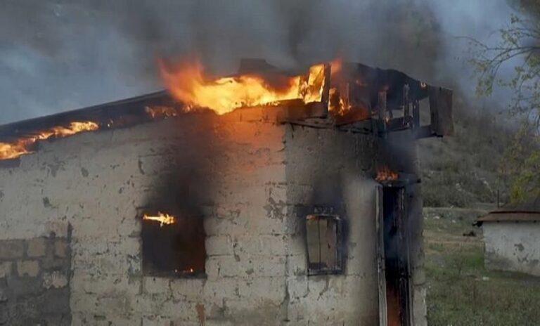 Ναγκόρνο Καραμπάχ: Αρμένιοι βάζουν φωτιά στα σπίτια τους!