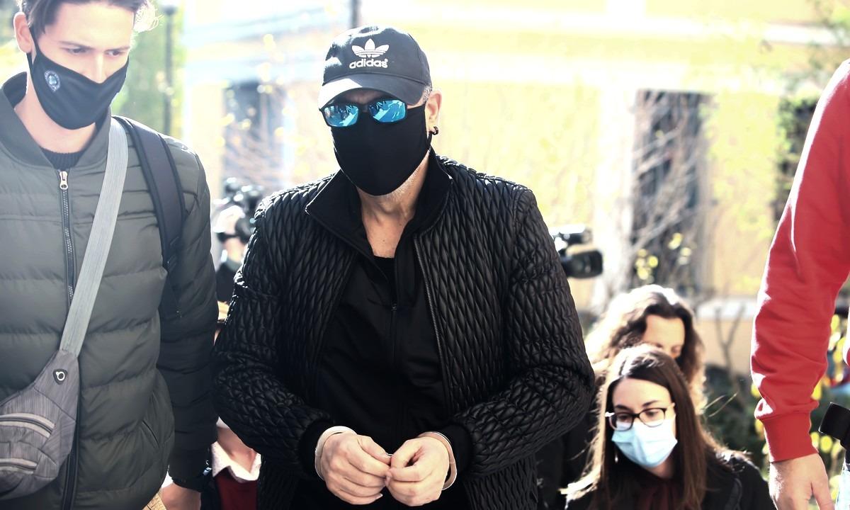 Σφακιανάκης: Στην Ευελπίδων με χειροπέδες – «Ιδού ο εγκληματίας» είπε (pics & vid)
