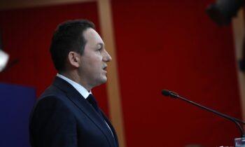 Κορονοϊός - Πέτσας: Πριν τις γιορτές θα ανοίξει η οικονομία - Δεν εξετάζεται υποχρεωτικός εμβολιασμός