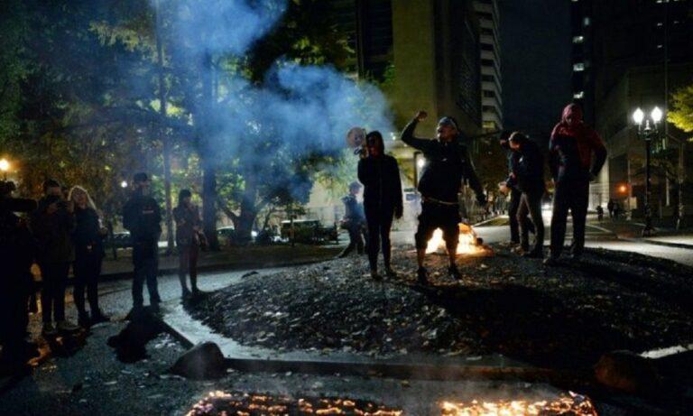 Αμερικανικές εκλογές 2020: Οπλισμένοι διαδηλωτές, έκαψαν αμερικανικές σημαίες στο Πόρτλαντ