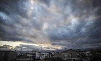 Καιρός Δευτέρα 16/11: Συννεφιά και βροχές στα δυτικά (vid)