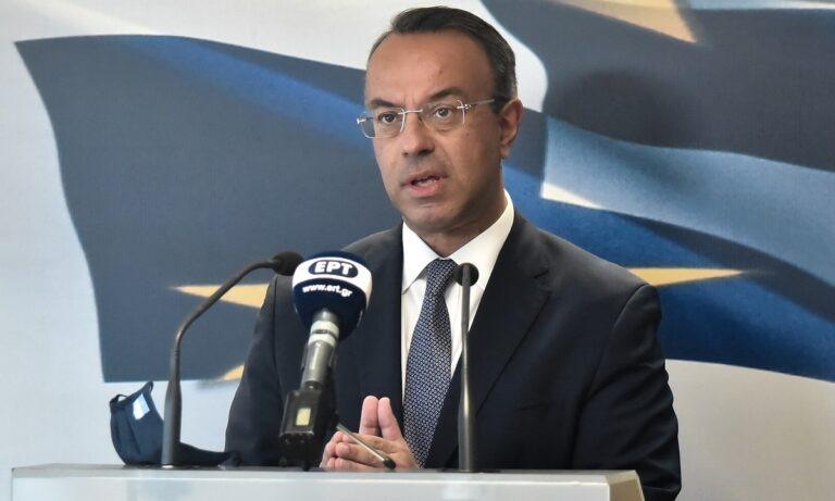 Σταϊκούρας: «Δέκα μέτρα για την ενίσχυση της οικονομίας – Ποιοι παίρνουν το επίδομα 800 ευρώ»