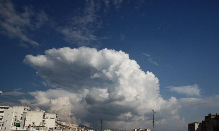 Καιρός 24/11: Νεφώσεις με τοπικές βροχές