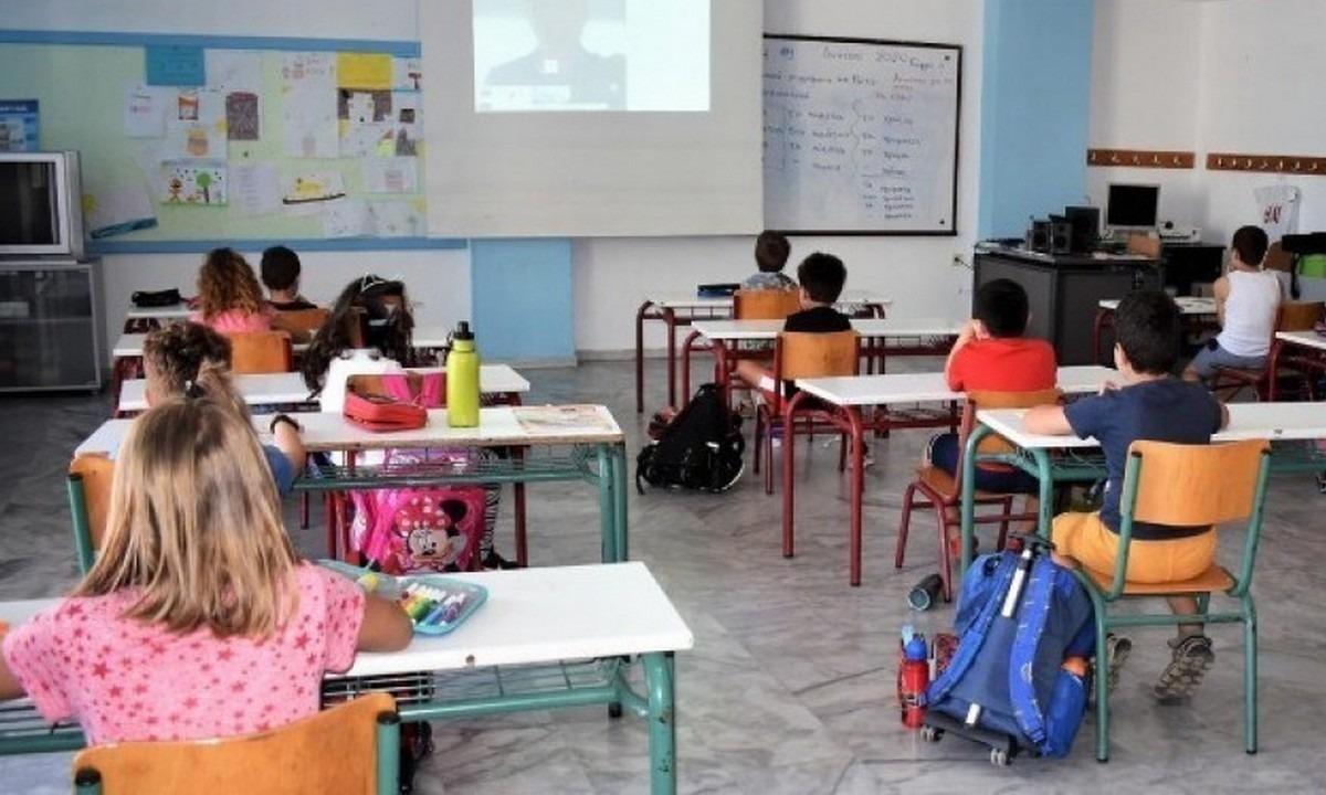 Απόφαση-«βόμβα»: Εκτός σχολείων τα ανεμβολίαστα παιδιά!