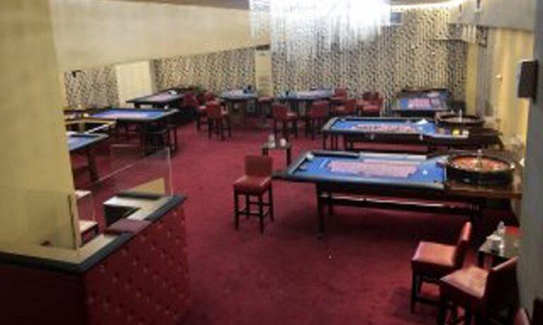 Έστησαν κορονο-καζίνο εν μέσω πανδημίας – 67 άτομα παραβίασαν το lockdown για να παίξουν παράνομο τζόγο