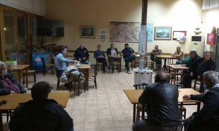 Κορονοϊός: Βουλευτής της ΝΔ έκανε περιοδεία και συναντήσεις σε καφενεία εν μέσω πανδημίας