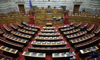 Βουλή: Επέστρεψαν οι εξαιρέσεις στην κατανομή της υπέρβασης της φαρμακευτικής δαπάνης