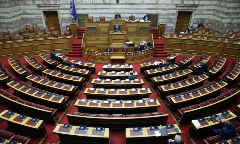 Βουλή: Υπερψηφίσθηκε το σχέδιο νόμου για το ηλεκτρονικό εμπόριο