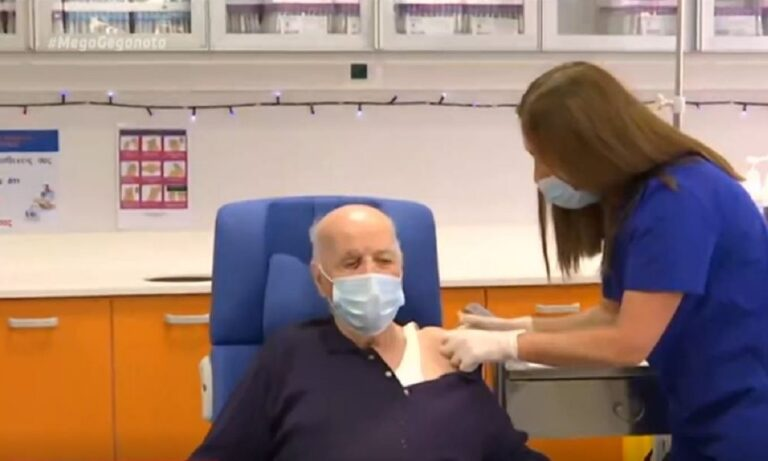 Κορονοϊός – Εμβόλιο: Εμβολιάστηκε ο πρώτος ηλικιωμένος, Μιχάλης Γιοβανίδης
