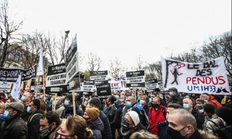 Παρίσι: Χιλιάδες Γάλλοι στους δρόμους ζητούν άνοιγμα ξενοδοχείων και εστιατορίων – «Αφήστε μας να εργαστούμε» (vids)