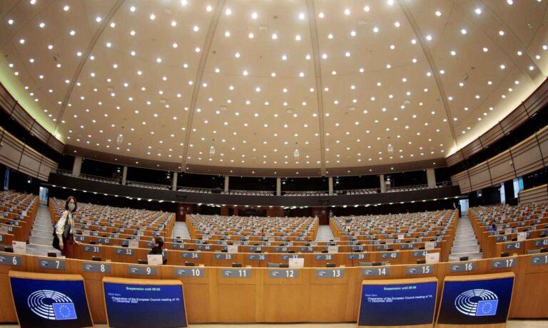 Βέλγιο: Σεξουαλικό όργιο με διπλωμάτες και ευρωβουλευτή – Άνδρας πήδηξε από το παράθυρο!
