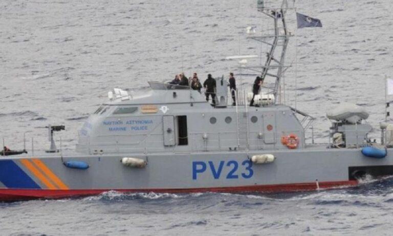 Δεν «μασάει» η Κύπρος: Το λιμενικό άνοιξε πυρ κατά σκάφους Τούρκων διακινητών! (vid)