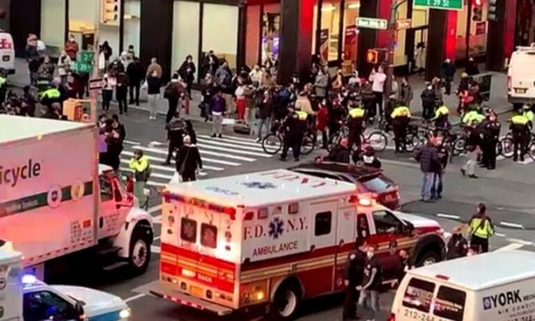 Νέα Υόρκη: Όχημα έπεσε πάνω σε διαδηλωτές του «Black Lives Matter» – Πολλοί οι τραυματίες