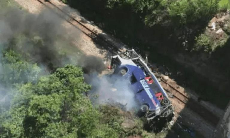 Σοκ στη Βραζιλία: Λεωφορείο έπεσε από γέφυρα – Τουλάχιστον 10 νεκροί (vids)