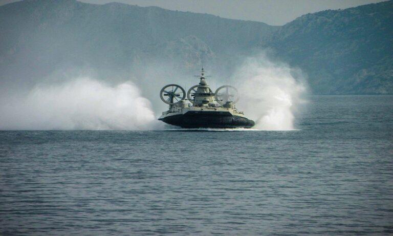 Ελληνοτουρκικά: Έκοψαν την ανάσα τα «Ιπτάμενα» ελληνικά Zubr – Λίγοι τα έχουν