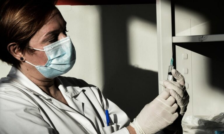Κορονοϊός: Σήμερα οι πρώτοι εμβολιασμοί στην Ελλάδα