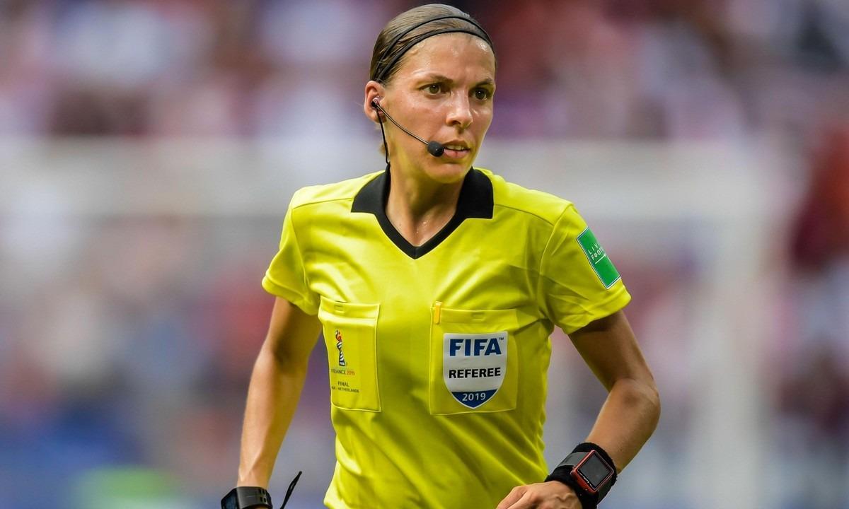 Στεφανί Φραπάρ: Η πρώτη γυναίκα διαιτητής στο Champions League!