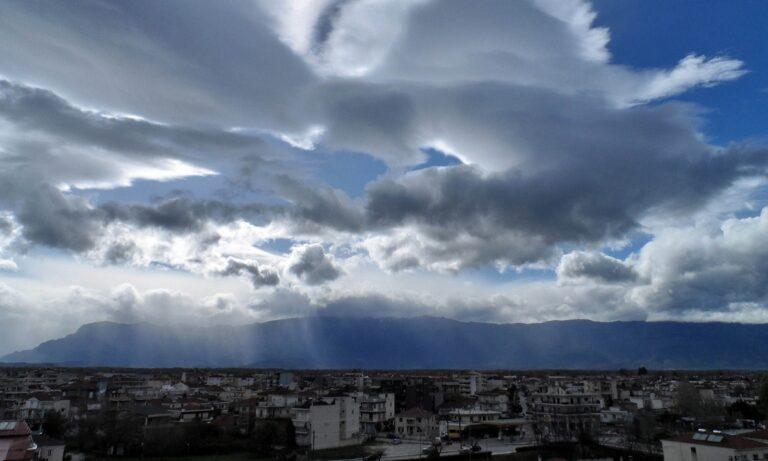Καιρός (18/12): Συννεφιά με ασθενείς τοπικές βροχές