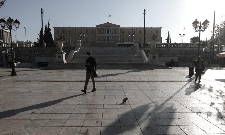 Κορονοϊός: «Τρεις μήνες lockdown ως τον Φεβρουάριο για να γλιτώσουμε το τρίτο κύμα»