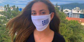 Κοραλία Χατζηγιαννάκη - Η έφηβη που δωρίζει μάσκες με την ελληνική σημαία (vid)