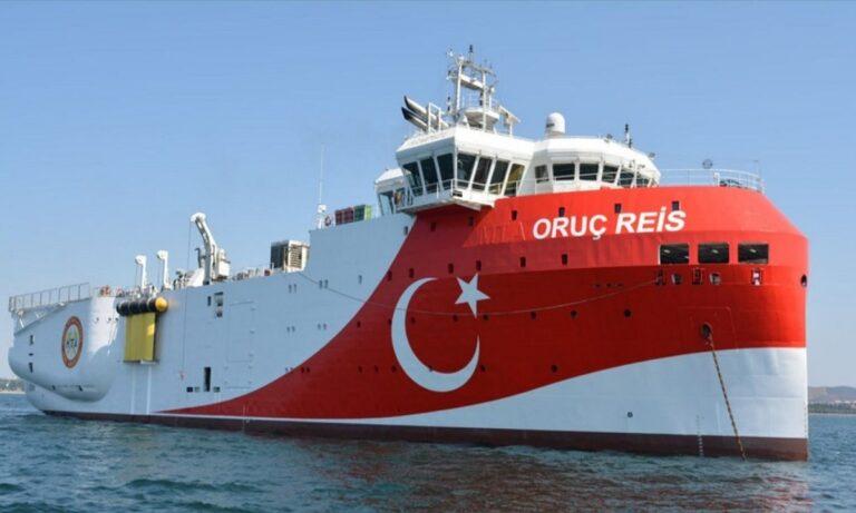 Oruc Reis: Βγήκε σεργιάνι παράλληλα στα τουρκικά παράλια