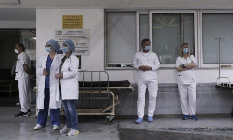 Πρόεδρος ΠΟΕΔΗΝ: «Μόνο το 40% των νοσηλευτών δήλωσε πρόθυμο να εμβολιαστεί»