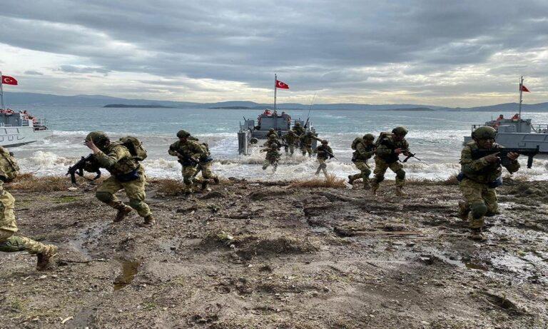 Ελληνοτουρκικά: Αποβατικές ασκήσεις από τους Τούρκους ανοιχτά της Σμύρνης, μία ανάσα από τα ελληνικά νησιά τα οποία θέλουν χωρίς στρατό.