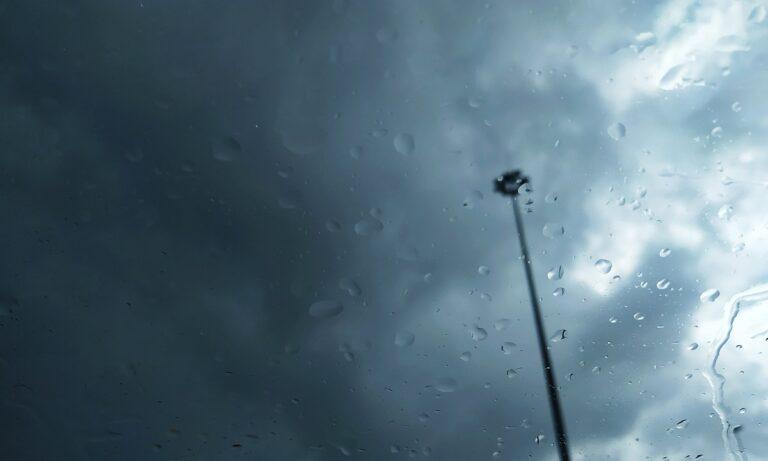 Καιρός 5/12: Ανεβαίνει η θερμοκρασία, συνεχίζονται οι βροχές!