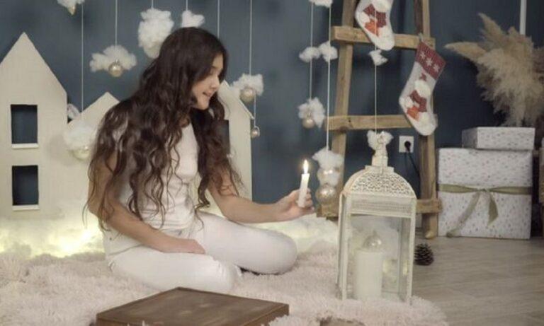Δεκάχρονη τραγουδάει τα κάλαντα στα ποντιακά και δίνει ελπίδα σε όλο τον κόσμο