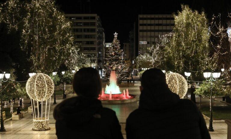 Χριστούγεννα – Πρωτοχρονιά: Αυτό ισχύει για sms, εορταστικά τραπέζια και εκκλησίες