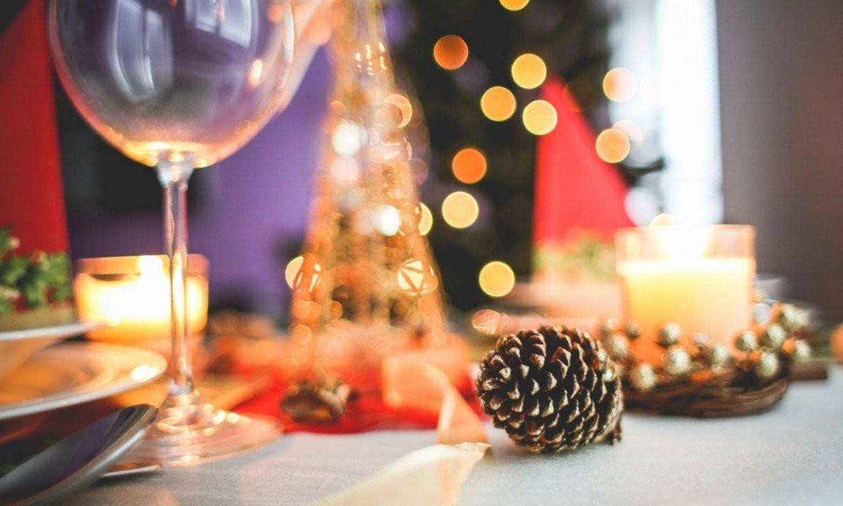 Lockdown – Χριστούγεννα: Εξετάζεται η μείωση των ατόμων στα ρεβεγιόν!