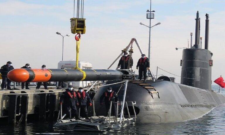 Τουρκία: Φορτώνουν βαριές τορπίλες τα υποβρυχιά τους οι Τούρκοι