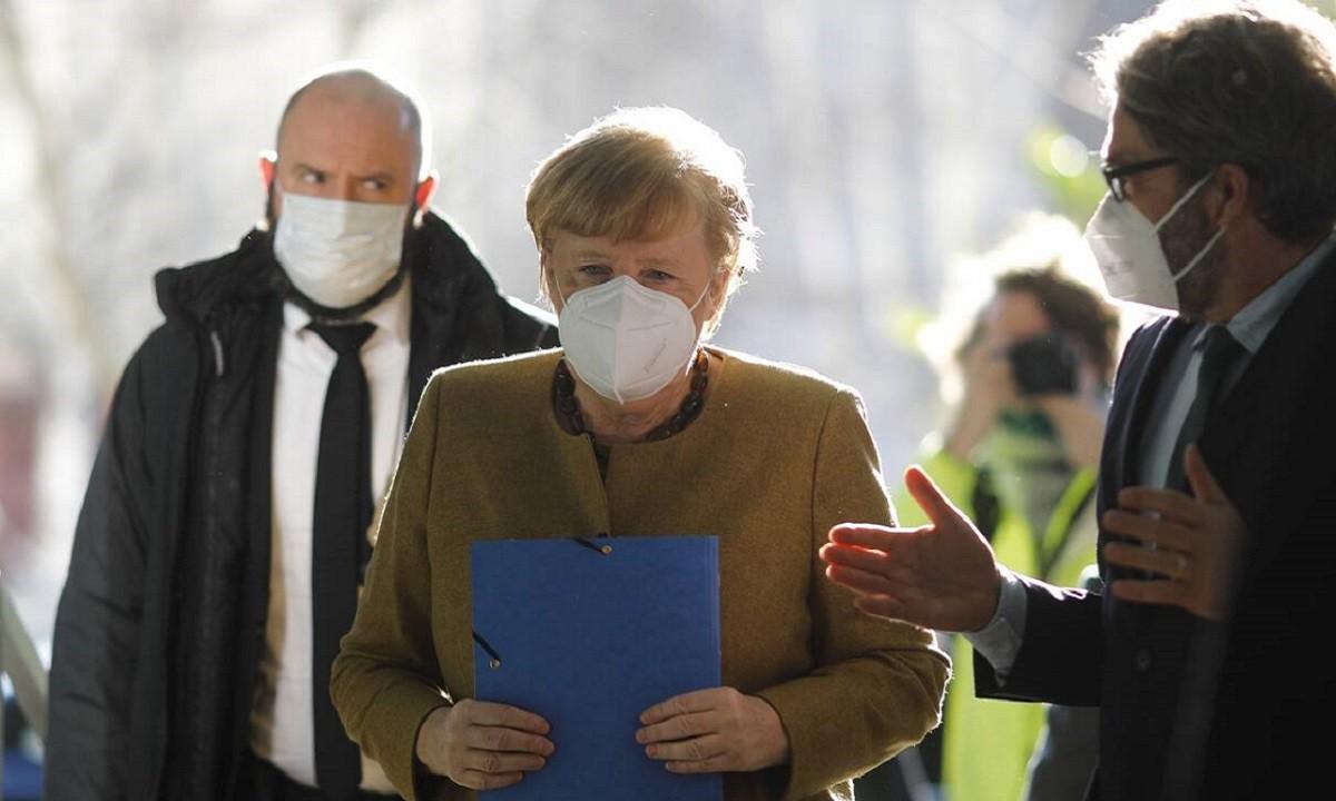 Μέρκελ: «Ανοιχτό το ενδεχόμενο συνεργασίας με τη Ρωσία για το εμβόλιο»