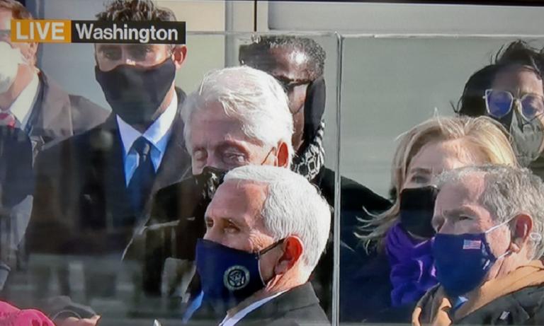 ΗΠΑ – Viral: Ο Μπιλ Κλίντον… κοιμήθηκε στην ορκωμοσία Μπάιντεν (vids, pics)