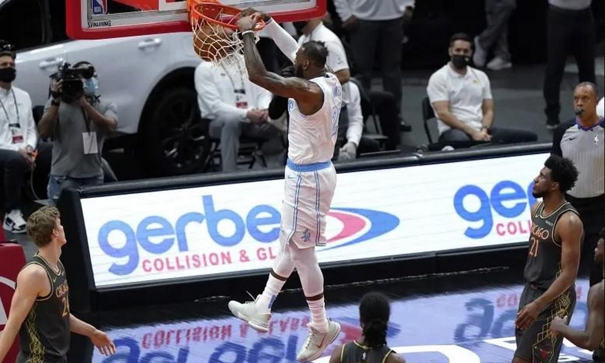 NBA Top-10: Ασίστ του Ντέιβις και κάρφωμα του ΛεΜπρόν στην κορυφή (vid)