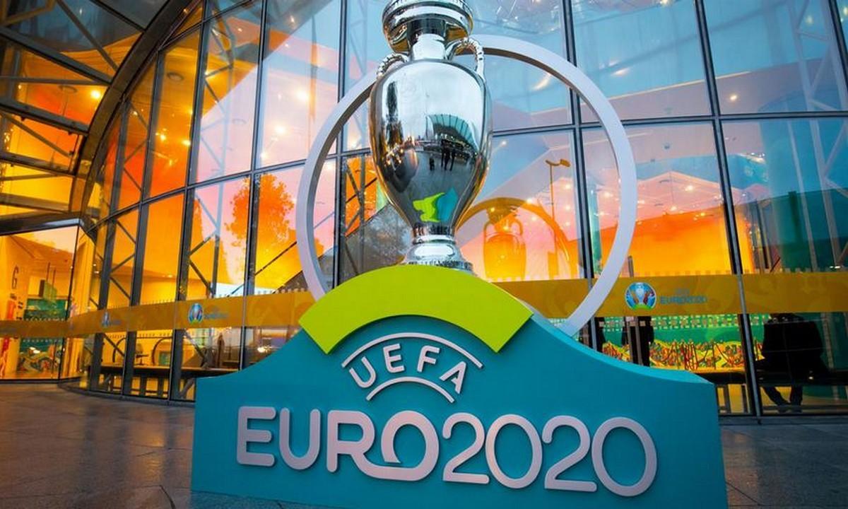 Ρουμενίγκε: «Το Euro μπορεί να διεξαχθεί σε μία χώρα»