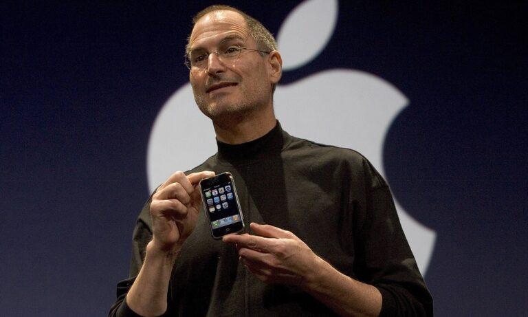 Ο Στιβ Τζομπς παρουσιάζει το πρώτο iPhone (vid)