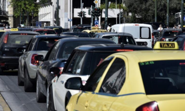 Κορονοϊός: Αλλαγές σε μάσκες και επιβαίνοντες σε Ταξί και ΙΧ