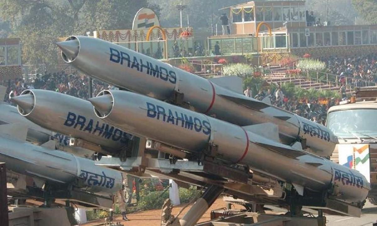 BrahMos: Δεν περνά απαρατήρητος ο πύραυλος που κάνει Αιγαίο και Αν. Μεσόγειο ελληνική λίμνη
