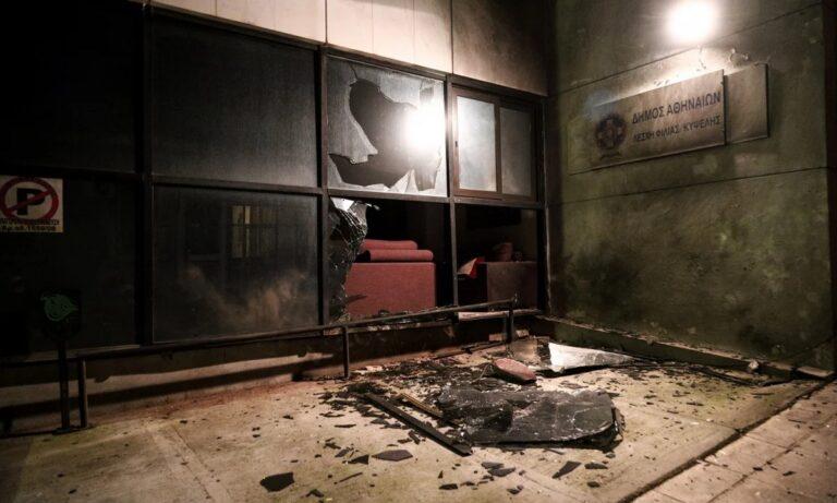 Δήμος Αθηναίων για την επίθεση στα γραφεία της Δημοτικής Αστυνομίας: Τους αφήνουμε στην κρίση των πολιτών