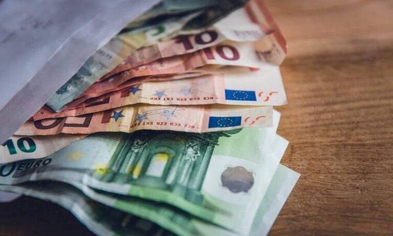 Επίδομα 534 ευρώ: Πότε θα δείτε λεφτά στους λογαριασμούς – Μπαίνει το δώρο Χριστουγέννων!